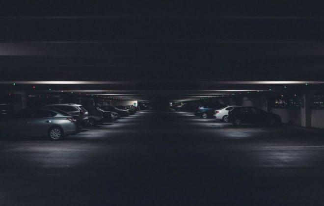 El aparcamiento se vuelve innovador, COVID se preocupa en las ciudades y los bancos digitales