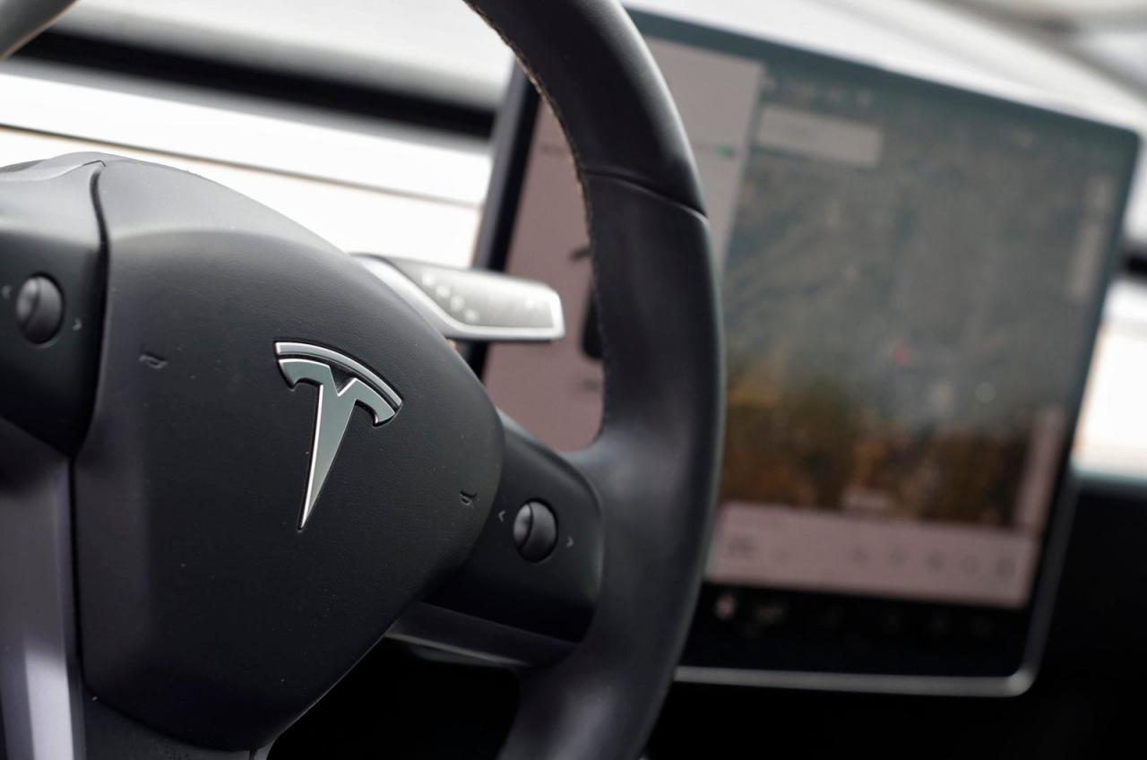 Se detuvo la producción de coches, se restringieron los viajes compartidos y los derechos de Tesla